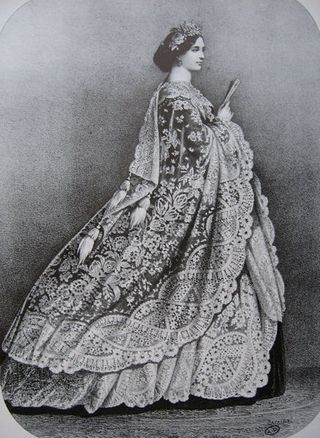 438px-Fashion_plate_(The_immense_shawl,point_de_gaze_or_application_d'Angleterre)